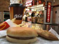 Propunere inedita din partea McDonald's. Lantul de fast-food va accepta imbratisarile ca mijloc de plata