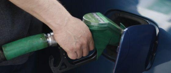 Efectele dolarului scump: companiile petroliere au majorat preturile carburantilor; cati hamburgeri poate manca un roman dintr-un salariu; domeniul in care se fac cel mai greu angajari