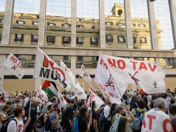 Soarta zonei euro se va decide la Roma. WSJ: Taxele mari pe munca blocheaza revenirea economiei Italiei.  Statul ne strange de gat