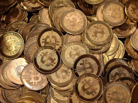 Bitcoin se apropie de 13.000 de dolari, de la recordul de 20.000. Moneda virtuală a pierdut 30% din valoare în doar câteva zile