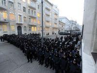 Manifestantii ucraineni incearca sa blocheze sediul Guvernului