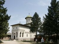 Restrictii la cazarea in manastiri. Turismul monahal, condamnat de Biserica