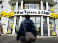Moody's a pus sub supraveghere ratingurile Raiffeisen Bank, in vederea unei posibile retrogradari, dupa scaderea calificativelor bancii mama