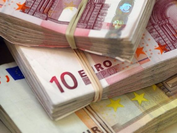 Romanii care vor cumpara masini, terenuri si case cu bani cash risca amenzi de 20% din tranzactie. Platile in numerar intre firme si catre persoane fizice, limitate la 2.000 de lei