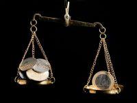 """Cursul anuntat de BNR a depasit 4,46 lei/euro si incheie saptamana in urcare cu peste 3 bani. """"In continuare e o atitudine de evitare a riscului. Evolutia este clara de depreciere"""""""
