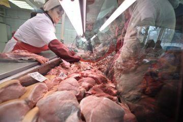 Carnea de porc s-ar putea ieftini, dupa ce ungurii au redus TVA la 5%. Procesatori din vestul tarii:  Curand vom ajunge la faliment