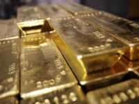 Cererea de aur pe piata mondiala a scazut la minimul ultimilor cinci ani, desi pretul este intr-o continua scadere