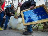 Mii de oameni au manifestat la Donetk, cerand revenirea la putere a Ianukovici