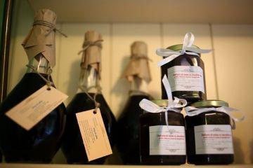 Profit cu aroma de trandafiri, cirese sau capsune. Romanca din Neamt care s-a intors in tara ca sa  inmulteasca  banii facuti in Italia. Acum, castiga si 5.000 euro pe zi