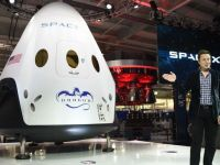 SpaceX, compania detinuta de miliardarul Elon Musk, a prezentat o noua capsula care va transporta astronauti pe ISS, in baza unui contract de 1,6 mld. doari cu NASA