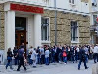 Sistemul bancar din Bulgaria, in fata celui mai grav atac speculativ din ultimii 17 ani. CE permite Guvernului sa crediteze bancile cu 1,7 mld. euro. Presedintele anunta ca va dizolva Parlamentul