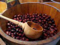 Pretul uleiului de masline, in crestere din cauza secetei din Spania si a unei bacterii din Italia. Materia prima, din ce in ce mai greu de procurat
