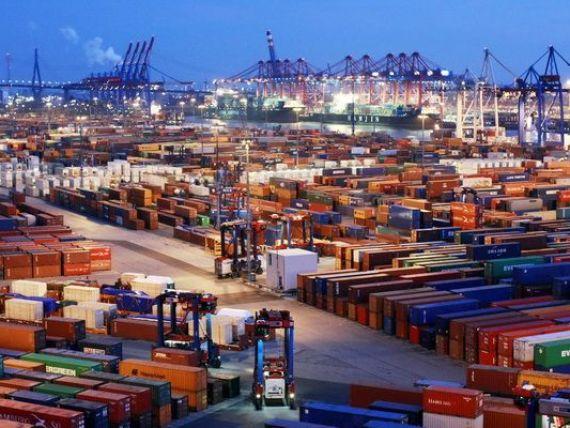 Deficitul comercial a depășit 7,5 mld. euro la șapte luni. Jumătate din exporturile României sunt mașini și echipamente de transport