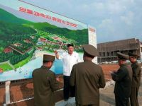 Turist in Phenian. Cum arata viata de zi cu zi a locuitorilor din Coreea de Nord si cum poti sa faci turism in cea mai secretoasa tara din lume. VIDEO