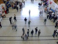 Firmele care angajeaza tineri pana in 24 ani vor primi 200 euro si 500 lei lunar/angajat, timp de un an