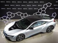 BMW ramane lider pe piata autoturismelor de lux, pentru al zecelea an consecutiv. Audi si Mercedes reduc din decalaj, prin imbunatatirea unor modele mai vechi
