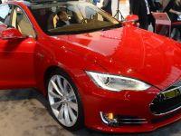 Sedanul Model S al Tesla, concurent serios al automobilelor de lux ale Mercedes-Benz, in SUA. Ce decizie a luat Daimler