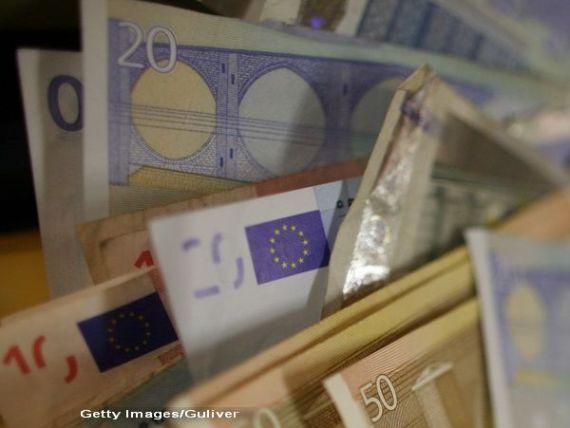 Finantele vor sa imprumute in acest an 40 mld. lei de pe piata interna si 3 mld. euro de pe pietele externe. Statul lanseaza si programul de titluri destinate populatiei