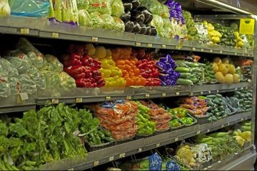 Cum se scumpesc alimentele de cinci ori pe drumul de la fermieri la supermarket. Producatorii cer o lege speciala
