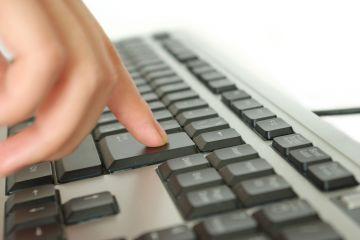 Senatul a adoptat proiectul de lege privind securitatea cibernetica a Romaniei, care permite serviciilor secrete sa monitorizeze tot ce faci pe internet