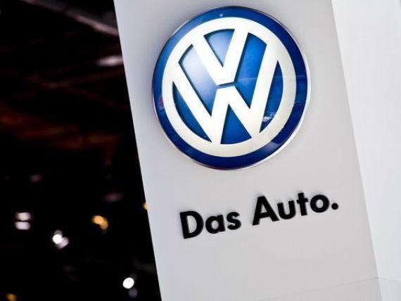 VW își modifică logo-ul, într-un amplu proces de reorganizare și pentru pregătirea trecerii la mașinile electrice