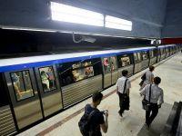 Transportul cu metroul s-a scumpit, de sambata, cu peste 30%. Bucurestenii protesteaza fata de retragerea abonamentului de 62 de calatorii