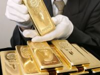 Dolarul si aurul, noile paradisuri pentru investitii. Clientii bogati ai bancilor se reorienteaza, dupa aprecierea record a francului