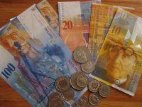 """ANPC cere bancilor sa taie 25% din datoriile celor cu credite in franci. Protestele """"rata in monede"""" starnesc primele reactii"""