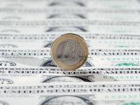 Dolarul a atins un nou record: 4,2107 lei. Euro a scazut la 4,4370 lei