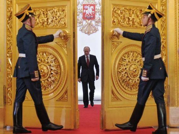 Intalnirea care da fiori Europei: Tsipras se vede azi cu Putin. Rusia ar fi dispusa sa ofere Greciei imprumuturi controversate in schimbul unor active, pentru ca Atena sa evite falimentul