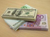 Euro se mentine sub 4,56 lei, dolarul coboara la minimul ultimelor 21 luni