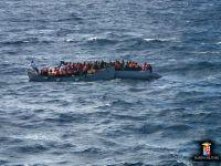 O nava cu peste 150 de migranţi, aflată în derivă în Marea Neagră, adusă în Portul Midia
