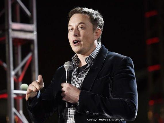Miliardarul vizionar Elon Musk a coborat sub pamant. Cum vrea sa degajeze traficul din marile orase, prin tuneluri subterane. VIDEO