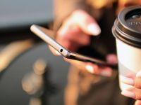 Mai mult de jumatate dintre adolescentii din Romania detin un smartphone. 86% interactioneaza prin Facebook