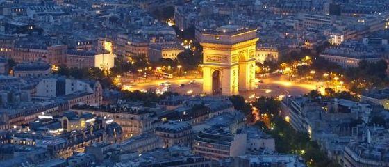 Romanii mai merg spre Paris doar in interes de business. Rezervarile in scop turistic, aproape de zero