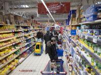 Inflatia ramane pe teritoriu negativ, dar urca semnificativ de la minus 3,5% la minus 0,7%. Citricele si zaharul s-au scumpit cel mai mult