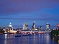 Londra ar putea ceda pozitia de capitala financiara a Europei eternului rival Frankfurt. In City lucreaza 400.000 de oameni si se tranzactioneaza zilnic pana la 3 trilioane de dolari