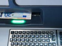 """Comerciantii vor putea elibera clientilor numerar de pe card, la cerere. Presedintele Iohannis a promulgat legea """"cashback"""""""