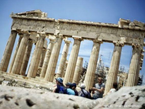 Economia Greciei crește pentru al treilea trimestru consecutiv, după aproape zece ani de recesiune. Criza a tăiat un sfert din PIB-ul țării