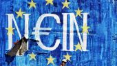 Țara care a fost pe punctul de a îngropa euro rămâne o problemă în UE. A primit ajutor financiar de urgență mai mare decât întregul PIB al Danemarcei