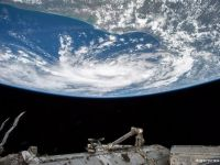 ISS, în pericol. Ce se întâmplă cu cei trei astronauți aflați deja în spațiu