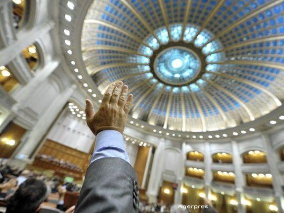 Deputatii au modificat Codul Fiscal. Pensiile au fost scutite de la plata CASS si a impozitului de 16%, pentru cele sub 2.000 lei