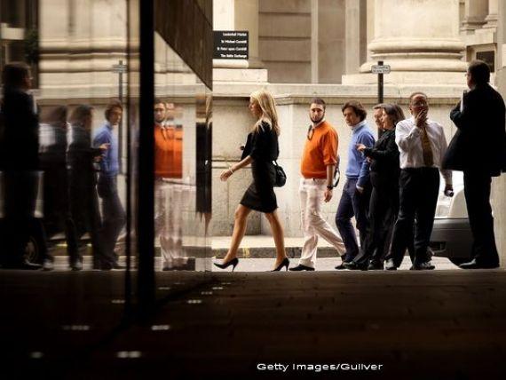 Bloomberg: Bancile angajeaza fosti ofiteri de informatii pentru a-si spiona angajatii. Supravegherea intensa da nastere sentimentului de paranoia in birourile de trading