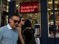 Controversatul retailer American Apparel cere intrarea sub protectia legii falimentului