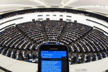 Tarifele de roaming, eliminate in UE, din 2017, dupa ce Parlamentul European a adoptat marti noul pachet telecom. Regulile clare privind accesul la internet