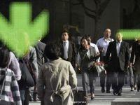 Japonia a reintrat in recesiune in trimestrul III din 2015. Este a patra oara de la criza financiara cand se intampla. Datoria tarii, de doua ori mai mare decat PIB