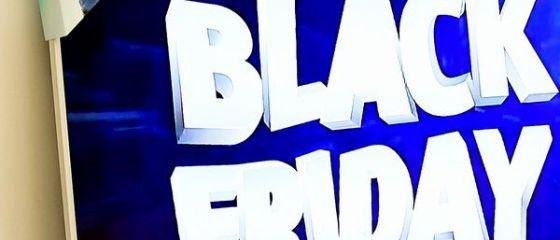 Jumătate dintre români planuiesc să cumpere ceva de Black Friday. Topul celor mai căutate produse