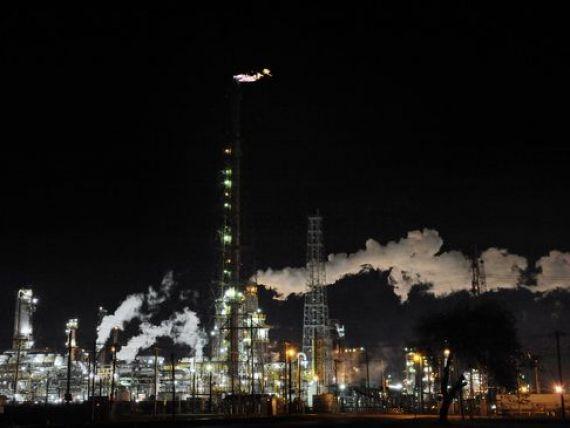 Pretul petrolului a atins un nou minim istoric