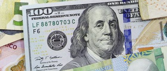 Moneda nationala s-a depreciat in fata principalelor valute. Dolarul sare de 4 lei