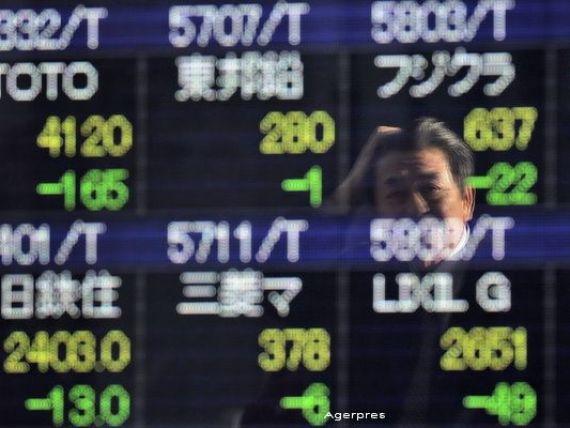 Bursa japoneza a inchis vineri in picaj in a cincea sedinta consecutiva de scadere din 2016. Cea din Shanghai, pe crestere, dupa ce a fost inchisa prematur a doua oara saptamana aceasta